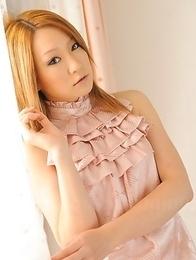 Hibiki Ohtsuki bends over teasingly