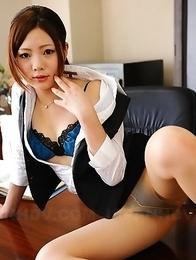 Iroha Kawashima strips in office