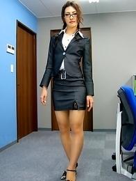 Julia Nanase seduces her client