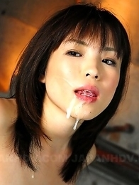 Arisa Suzuki sucks a fine pecker
