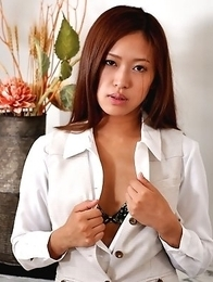 Nao Yuzumiya shows her hot titties