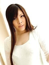 Hot lady Erena Tokiwa shows off