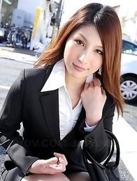 Hot Rara Mizuki shows off outdoors