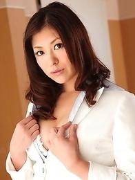 Jun Sena loves to show her body
