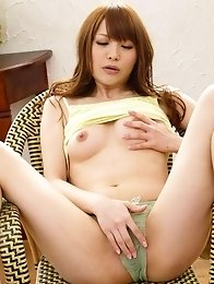 Maomi Nagasawa Asian plays with her titties ans rubs fish taco