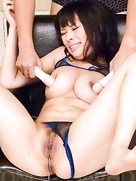 Kyouko Maki Asian gets vibrators inside and over her fish taco