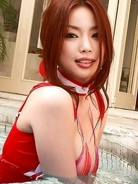 Risa Kasumi fondles her big boobs over bra in the pool