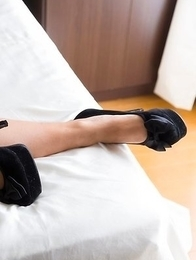 Leggy Japanese slut in pumps Mizuho Ariumi showing off her body on a bed