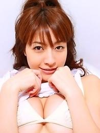 Rika Kawamura shows ass and love box in yellow shorts