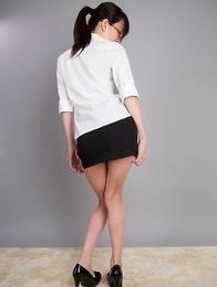 Heels-wearing ponytailed beauty Ayaka Mikami shows that hole on camera