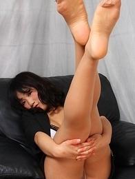 Yuuri Hozumi shows hot ass in stockings in naughty position