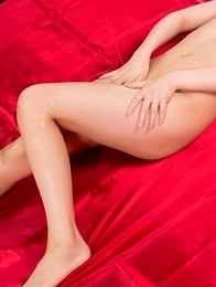 Naked and oily brunette Mizuho Shiina fingering her slit in an HQ gallery