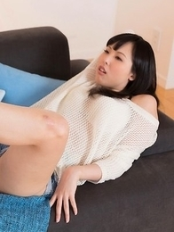 Natsuki Yokoyama and Natsume Hotsuki sucking on each other's sexy toes