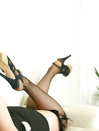Chinatsu Sasaki bunny has sexy legs in fishnet stockings